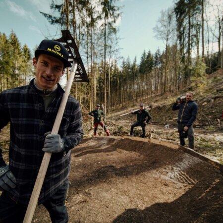 """Mountainbike Botschafter Jasper Jauch dreht neue Serie """"Trail Diaries"""" auf den Heumöderntrails"""